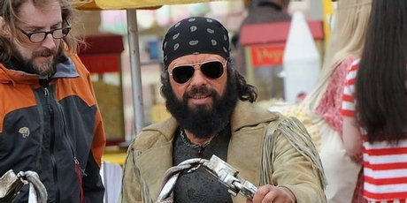 [First Look] Jemaine Clement Recalls 'Easy Rider' as 'Men ...
