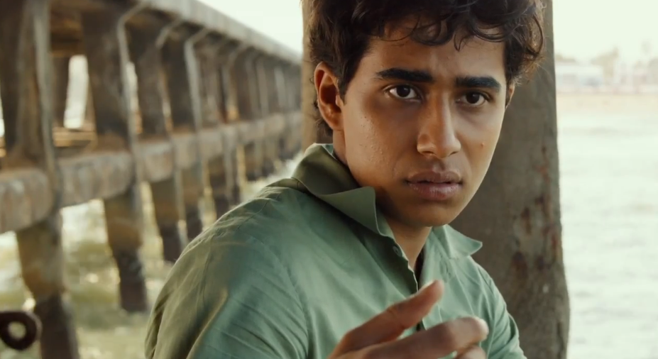 New trailer for ang lee 39 s 39 life of pi 39 goes outside the boat for Piscine molitor patel