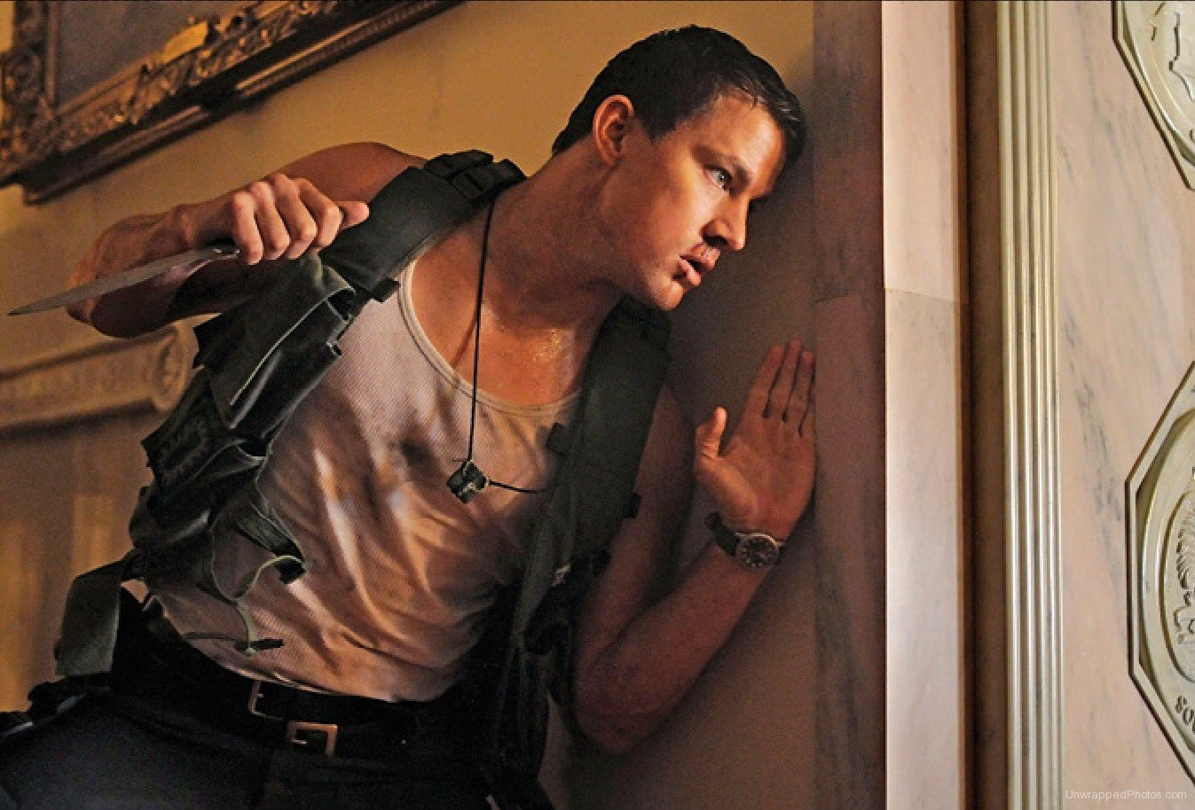 channing tatum protects jamie foxx in first official stills from white house down. Black Bedroom Furniture Sets. Home Design Ideas