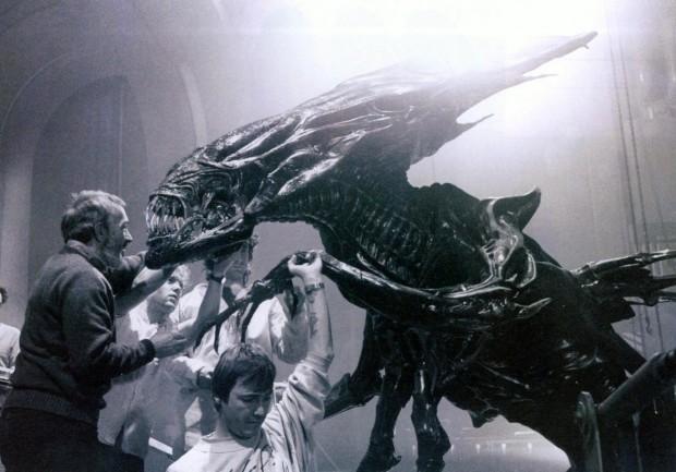 http://thefilmstage.com/wp-content/uploads/2013/07/aliens_1-620x433.jpg