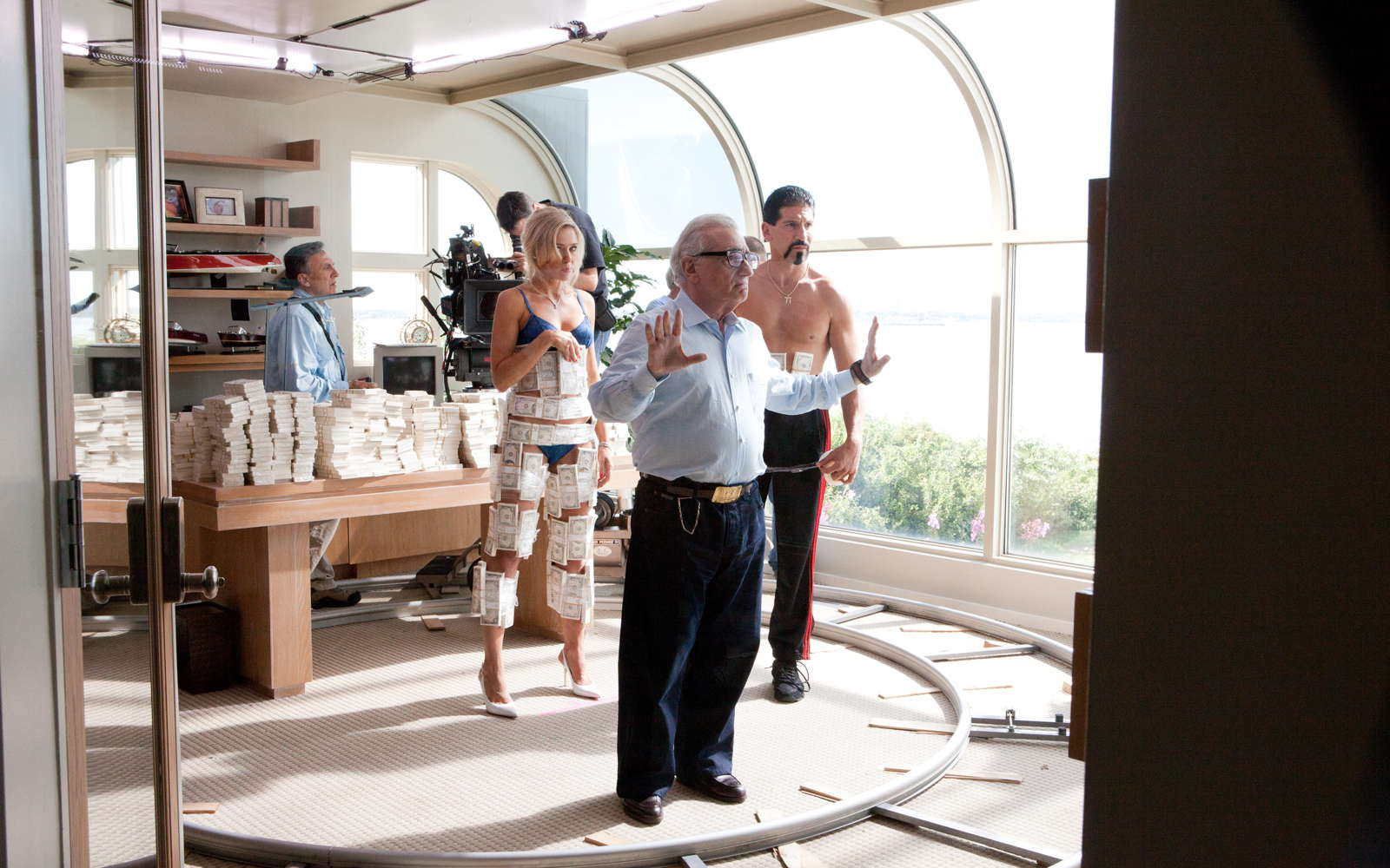 Watch martin scorsese directs 39 the wolf of wall street for Wall scenes