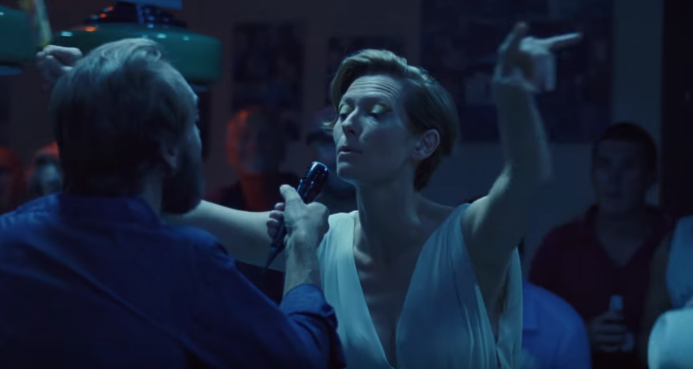 Watch ralph fiennes and tilda swinton do karaoke in new for Film a bigger splash
